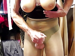 Masturbating about Suna Stutz 40 den lacquer pantyhose about Solar